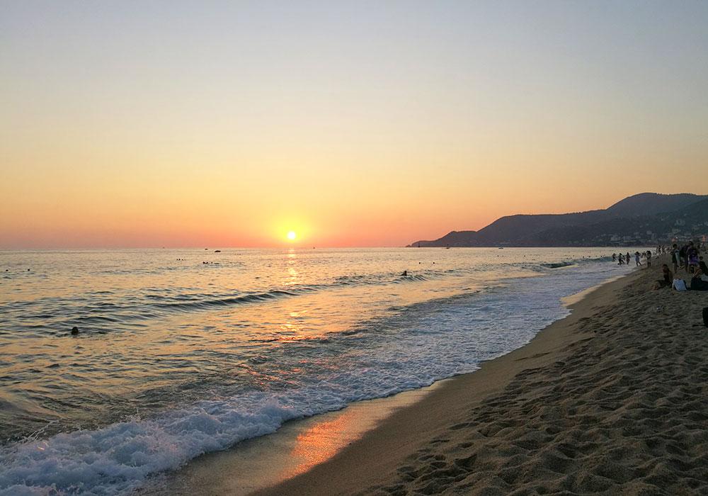 Закат на пляже Клеопатра