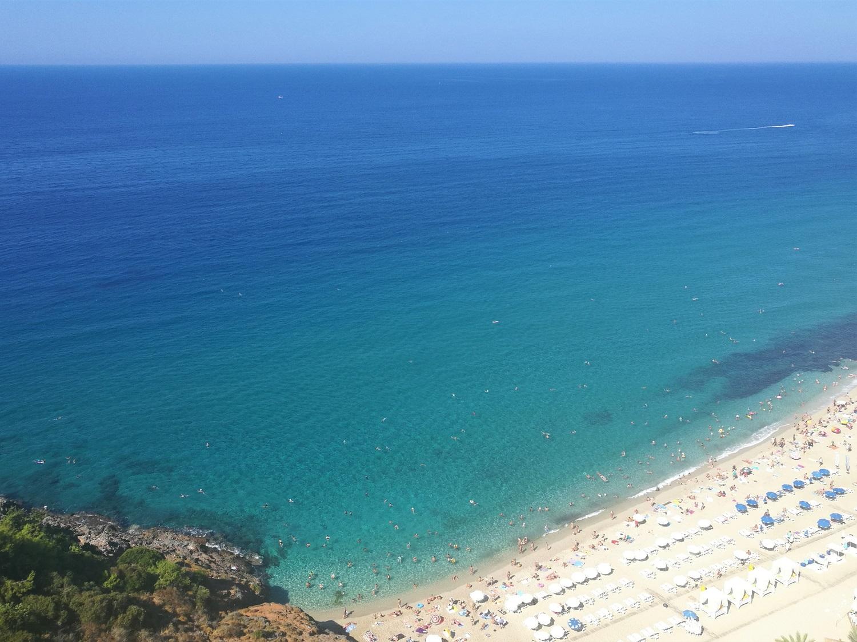 Вид с фуникулера на пляж Клеопатра